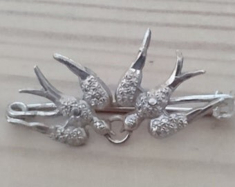 Small vintage swallows brooch