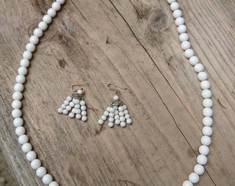 Vintage milk glass bead necklace with earrings