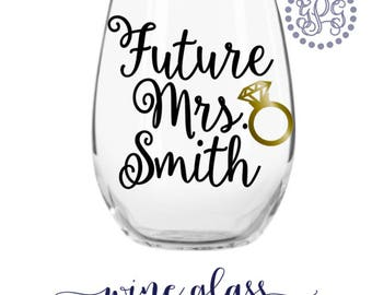 Future Mrs Wine Glass, Personalized Engagement Gifts, Engagement Gifts for Her, Wedding Planning Glass, Newly Engaged Gift, Engagement Gift