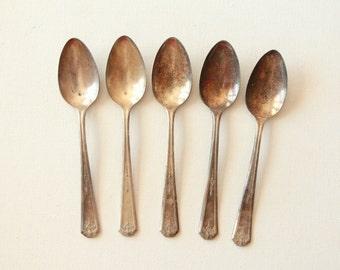 Vintage Oneida Community Tudor plate spoons - set of 5 spoons  /  vintage tea spoons