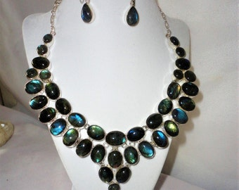 Gorgeous 650 Carats Oval Cut Silver Necklace Set*****.