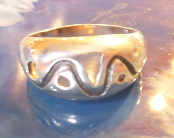 Sterling Silver Vintage Band.... size 8.5 only