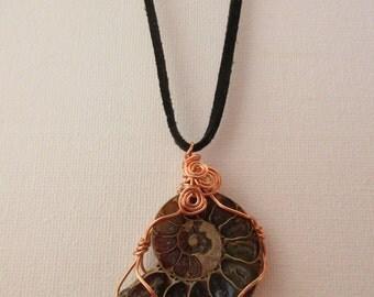 Collana marrone fossile stile ciondolo, naturale, gioielli scozzese, regalo per geologo, insoliti gioielli, realizzati artistica in Isola di Skye