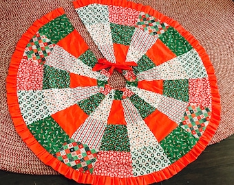 Vintage 1980s Patchwork Quilt Christmas Tree Skirt Red White Green