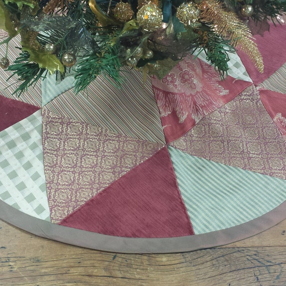 Christmas tree skirt patchworked in pink dusty rose