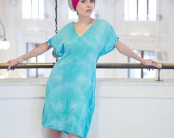 Shift dress in organic cotton blue gauze handdyed and handmade by Simmer Clothing. Cruiswear, Beachwear, Mod dress, summer dress, mod dress