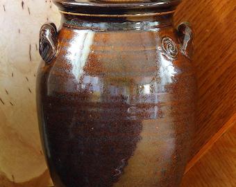 Utensil crock in Teadust glaze