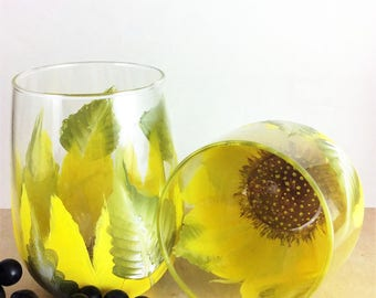 Sunflower wine glass, Sunflower glasses, stemless wine glass, Bridal shower gift, Wedding gifts, Mothers day gift, Painted wine glass, gifts