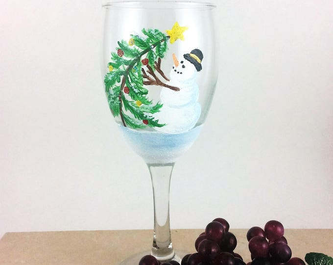 Snowman Wine glass, Snowman Glassware, Christmas Glass, Holiday glassware, Winter wine glass, Wine lover gifts, painted wine glass, gifts