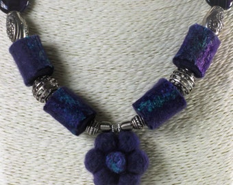 Purple Flower Necklace - Flower Pendant - Felted Jewellery (69)