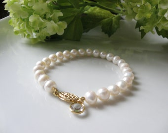 Bracelet of freshwater pearls Akoya 6.5-7mm, 7 inches with Swarovski crystal, clasp in Gold Filled 14k