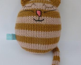 Hazel: the handknitted cat