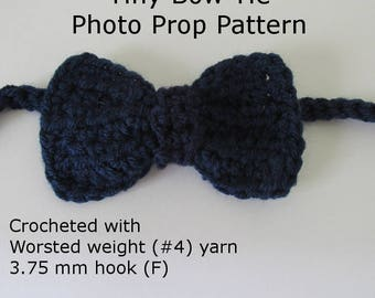 Crochet Necktie Photo Prop Pattern for Baby Photography. Worsted weight, 3.75 mm hook. Newborn photo prop. Immediate Download
