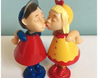 Vintage Bobble Head Magnetic Kissing Dolls,  Retro Bobble Head Kissing Dolls.