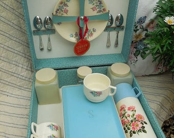 Vintage 4 person Sirram picnic set, blue hard case, floral china, flask and containers