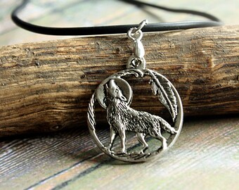 Howling Navajo Wolf Necklace | 925 Silver Jewellery