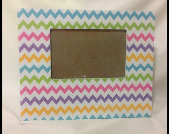"EXAMPLE - EASTER FRAME / Home Decor / Frame / Multicolors / Colorful / Chevron / 6"" x 4"" / Glass Included / Easel Back / Flowers-Eggs-Bunny"