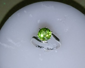 Peridot Ring, Natural Peridot Ring, Rich Green Size 8 Ring, Solitaire Peridot Ring