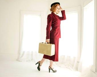 Vintage 1940s burgundy suit set, two piece blazer, long sleeve, high waist midi skirt, red maroon M