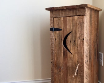 Reclaimed pallet wood furniture - Outhouse Wine Rack
