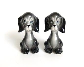 Dog Salt and Pepper Shakers, Vintage Dogs, Cocker Spaniel, Black and Grey, Dog Figurines
