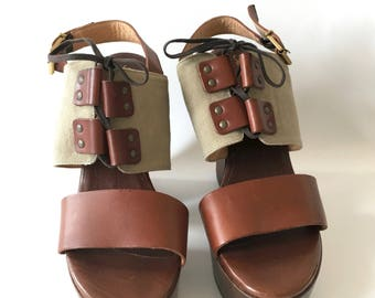 Tan leather platform sandals . Boho hippie chic Shoes . Robert Clergeries Paris Shoes . Wooden heel shoes