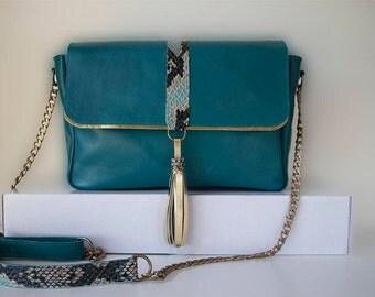 Oil skin green shoulder bag