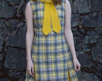 1960s Dress / Preppy Fall Plaid Dress / Mustard Yellow Grey & White Wool Dress / Mod Twiggy Scooter Dress / Tie Collar / Vintage 60s