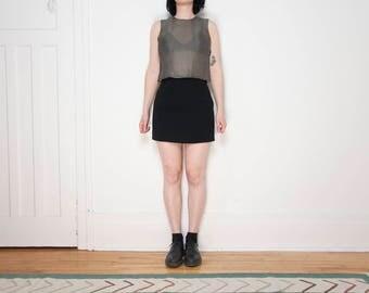90s Classic Black Mini-Skirt / Size Small / 27