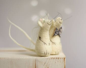 Needle Felted Mice - Needle Felt Mice Family - Art Doll Miniature - White Decor - Needle Felt Animals - Mice Newlyweds - Fiber Art Dolls