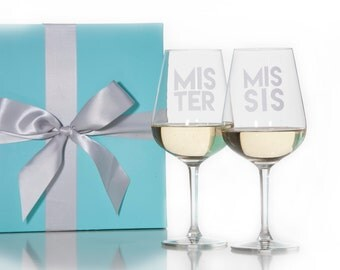 Set Of 2 Mister and Missis Stemmed Wine Glasses / Red Wine Glass / White Wine Glass / Wedding Gift / Couples Gift / Packaged in Gift Box