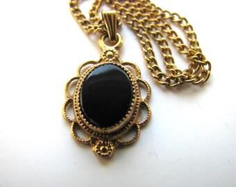 Vintage necklace, Black Onyx, 12x15mm pendant, 16 inch chain B-1936