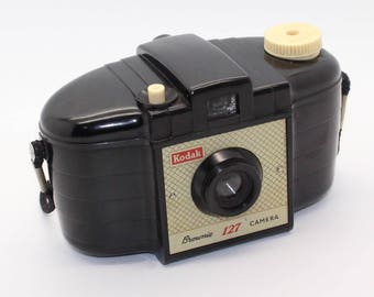 Kodak Brownie 127 Camera Second Release with bag – Classic 127 Film snapshot made from 1956-1959 - Working shutter