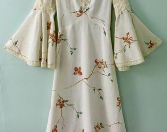 1960s Maxi-Dress/Bohemian /Hippie/Flower Child/Floral Maxi-Dress