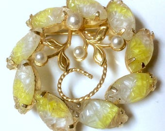 Vintage Marboux Molded Thermoset Lucite Prong Set Cabochons Yellow to White Brooch Pin Faux Pearls