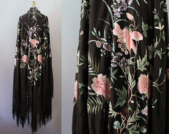 1920s Piano Shawl / Antique 20s Embroidered Floral Shawl