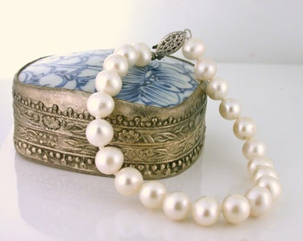 Freshwater Pearl Bracelet 7in long. 7.5mm pearls with 14k white gold clasp - BRA10002