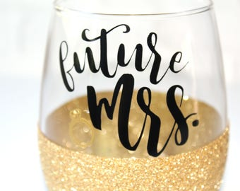 Future Mrs Wine Glass / Glitter Wine Glass / Personalized Stemless Wine Glass / Bridal Shower Gift / Engaged / Bachelorette Party Wine Glass