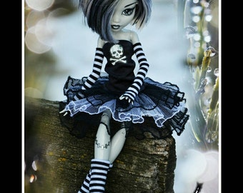 EMO style for MH or EAH : dress with skull, leg warmers and gloves