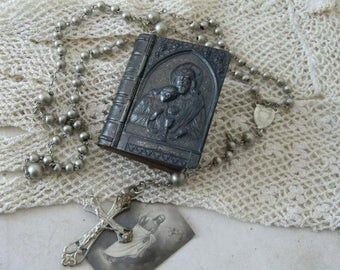Vintage Rosary in the treasure box french shabby chic