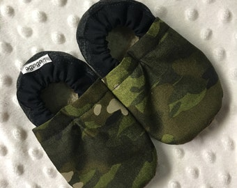 Soft Sole Baby Shoes Baby Boy Shoes Baby Booties Crib Shoes Toddler Shoes Green Camouflage Army Cotton Faux Fur Faux Suede Cotton Handmade