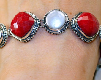 Faceted Ruby, Biwa pearl set in Solid 925 Sterling Silver Bracelet by Silver Trend