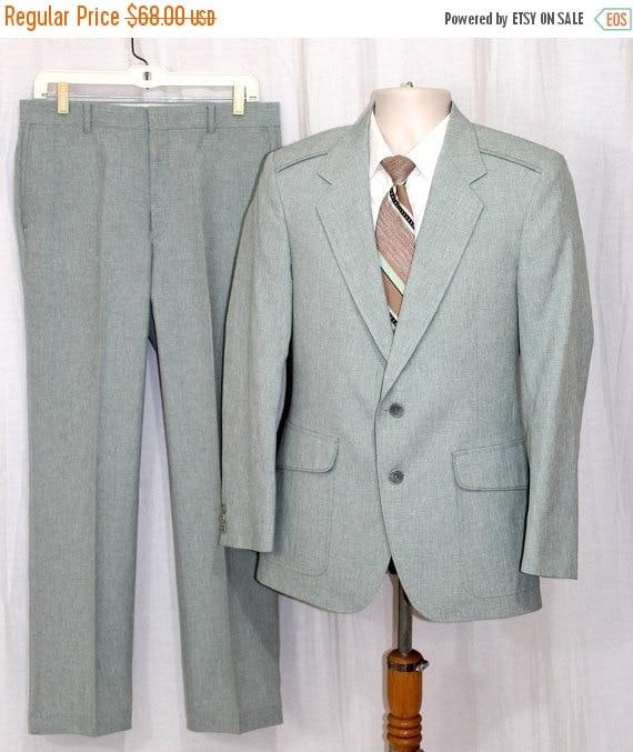 On Sale Vintage 70s Mens Light Green Polyester 2 Pc RETRO Suit Jacket Pants J36 P32x30