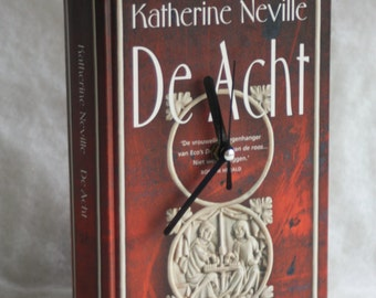 Boekklok, Bookish clock, made from an old book for booklovers.