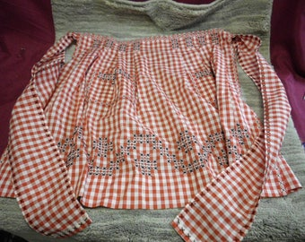 Vintage Gingham Half Apron Detailed Cross Stitch Embroidery 2 Pockets Red White Black Excellent Condition