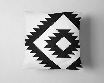 Oversized navajo tribal pattern throw pillow - Black and white