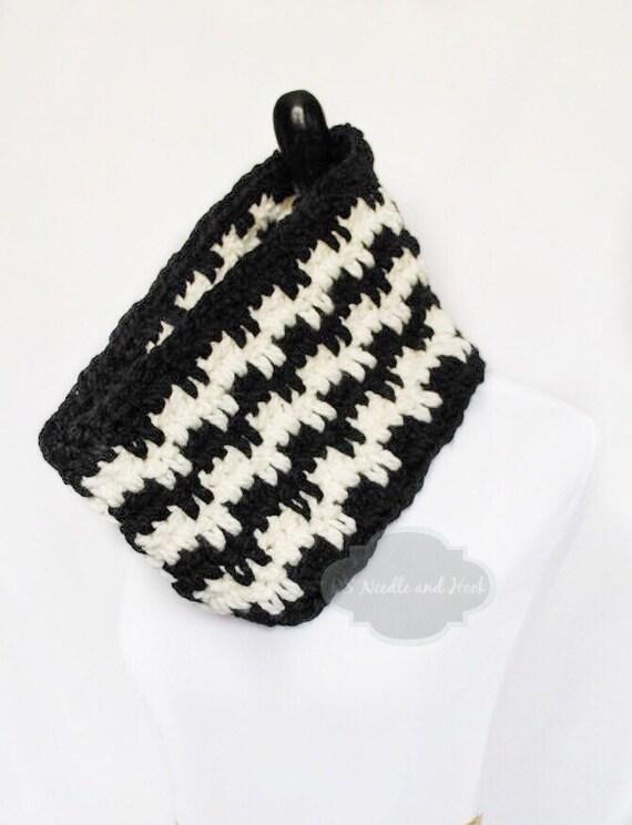 Black and Cream Striped Cowl, Crochet Neck Warmer, Black and White Infinity Scarf - Zig Zag