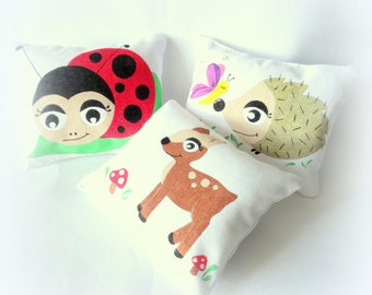 Cushions for kids Ladybug Hedgehog DOE, trio of small cushions 13x15cm illustrated by hand, animal cushion of the forest in cotton