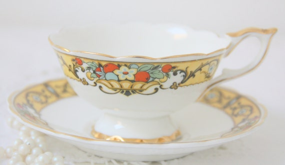Vintage English Bone China Teacup and Saucer, Flower Basket Decor, C Hoyng