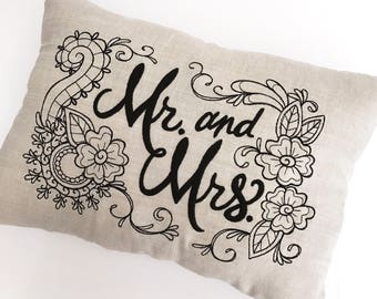 Mr and Mrs Pillow | Newlywed Gift | Wedding Gift | Bridal Shower | Housewarming Gift | Just Married | Pillow | Cloth and Twig